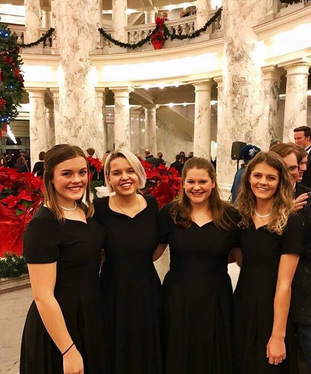 BHS+choir+members+at+the+capitol+building+