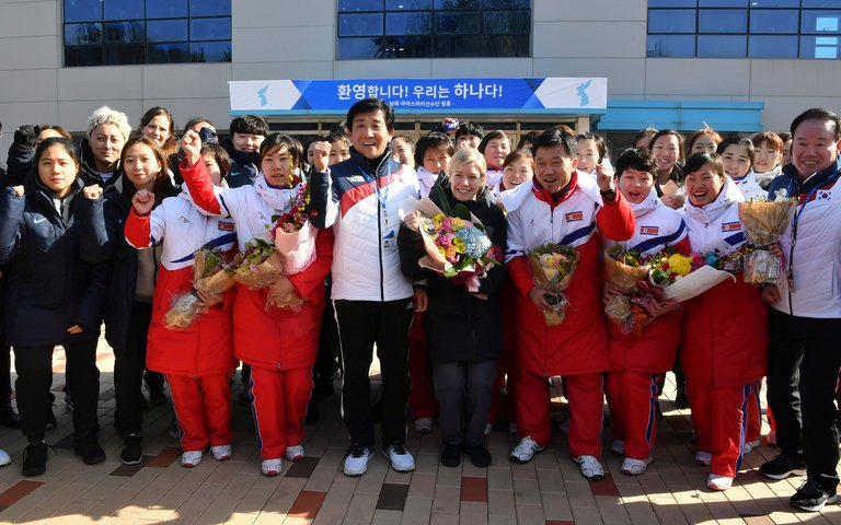North+Korea%27s+women+hockey+players+arrive+at+a+South+Korean+training+center.