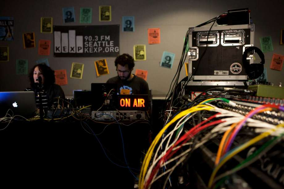 A Kexp Midday Show live broadcast, a daily showcase of the best artists of the modern day, from underground rockers to mainstream artists.