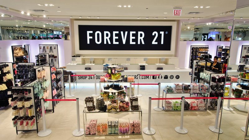Forever+21+plans+on+closing+roughly+180+locations+in+the+U.S.%2C+shutting+down+operations+in+Asia+and+Europe+as+well.
